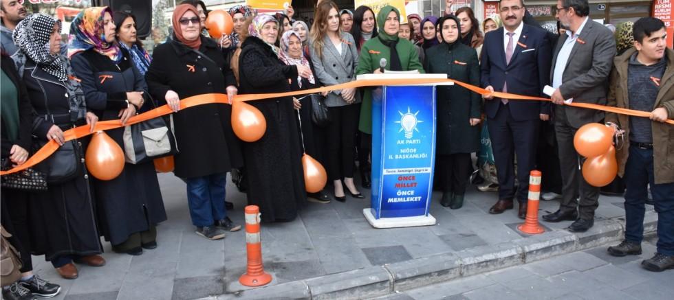 AK Partili Kadınlardan Kadına Şiddete Karşı 'Turuncu Çizgi'