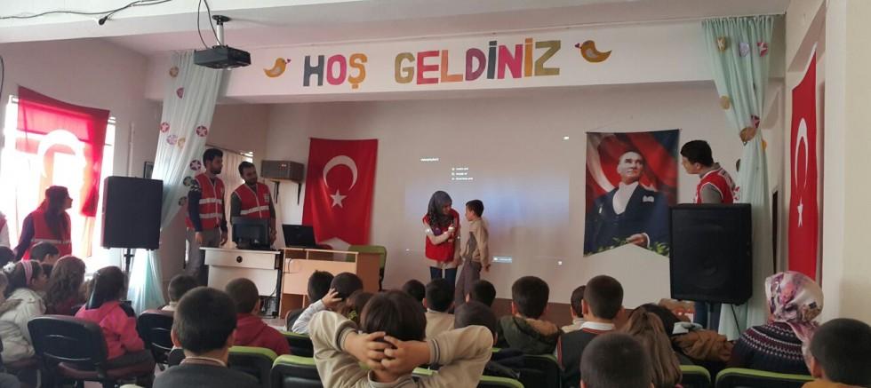 Kızılay'dan Öğrencilere Deprem Eğitimi