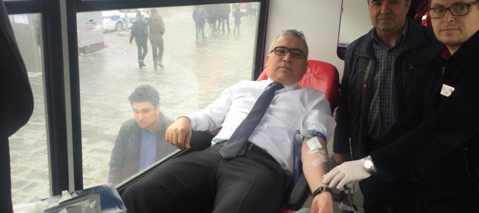 Niğde Valisi Yılmaz Şimşek'ten Kan Bağışı