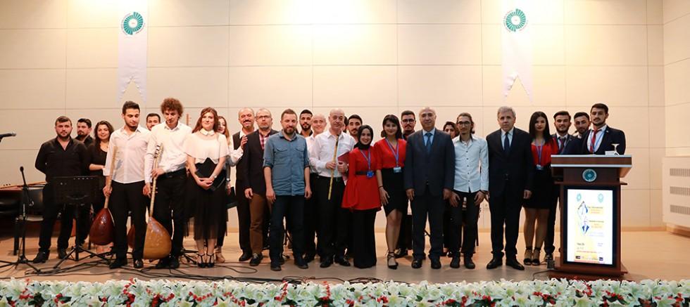 TRT İstanbul Radyo Müdürü Niğde'de öğrencilerle buluştu