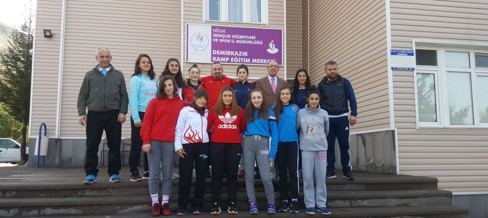 Turhan Yıldız Kadınlar Güreş Milli Takımını Ziyaret Etti