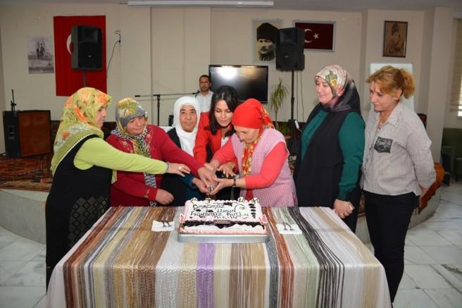 Valinin Eşi Yaşlılar Haftasında Huzurevini Ziyaret Etti